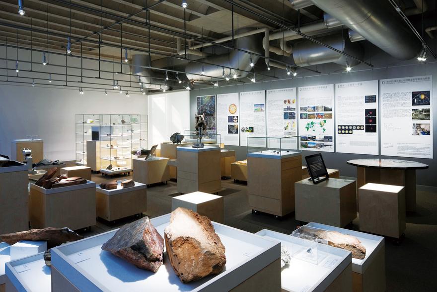 Exhibition Room D : 大学既存施設の展示空間へのコンバージョン東京工業大学百年記念館 階展示室 既存会議室の展示空間へのコンバージョン